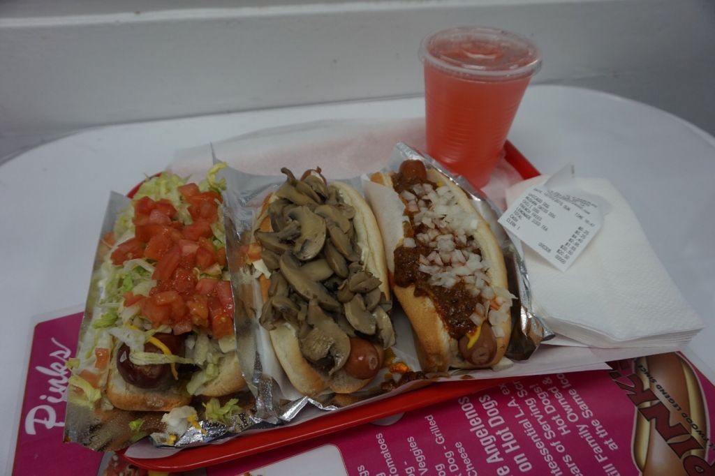 Pink's Chilli Dogs Hollywood